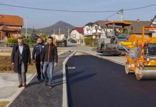 Asfaltirano je novoizgrađeno autobusno stajalište u Seljancu, radovi vrijedni 290.000 kuna