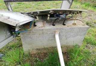 VANDALIZAM U PRIGORCU Uništen strujni ormarić i metalni gol na igralištu, šteta velika, Grad obavijestio policiju