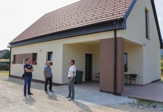 Nove fasade na društvenim domovima u Kaniži i Osečkoj