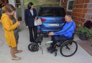 ZAKLADA GRADA IVANCA Mladenu Kušenu nova invalidska kolica s elektromotornim dodatkom