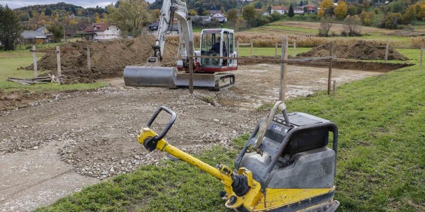 Počeli pripremni radovi za postavljanje 5 montažnih objekata kod igrališta u Salinovcu